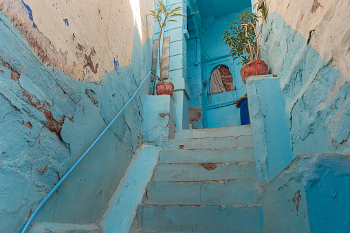Rajasthan「Blue house stepping stone in Jodhpur Blue City, India.」:スマホ壁紙(3)
