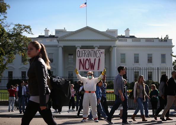 検疫「Demonstrator Protests Outside Of White House」:写真・画像(19)[壁紙.com]