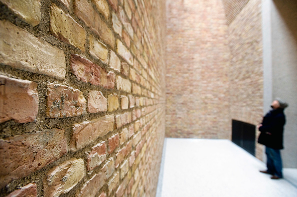 City Life「Detail of new brickwork wall and small room within the recently renovated Neues Museum in Berlin, Germany, 2009 Architect David Chipperfield」:写真・画像(3)[壁紙.com]