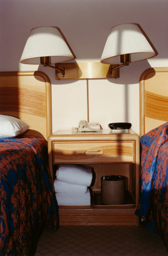 Lamp Shade「Twin Beds in Hotel Room」:スマホ壁紙(9)