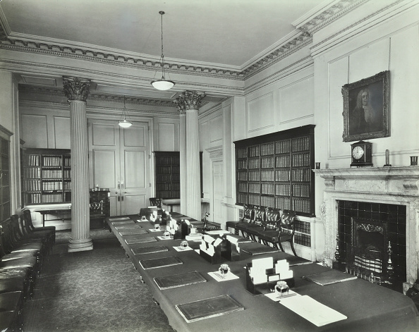 Table「The Cabinet Room At Number 10, Downing Street, London, 1927」:写真・画像(7)[壁紙.com]