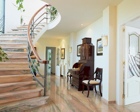 Spot Lit「A stairway is seen inside a house」:写真・画像(17)[壁紙.com]