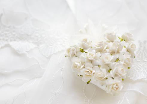 ハート「White rose ornament」:スマホ壁紙(2)