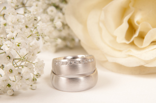 Sepia Toned「white rose, wedding ring and gypsophila」:スマホ壁紙(9)