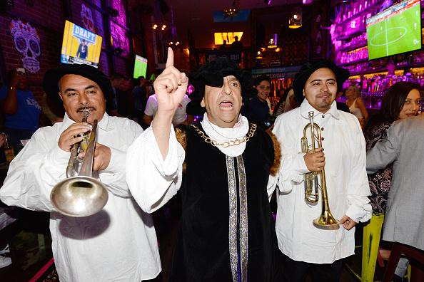 Bud「Bud Light Surprises Xolo Fans in San Diego」:写真・画像(7)[壁紙.com]
