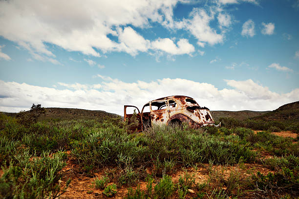 Ancient, rusted car body abandoned in remote countryside:スマホ壁紙(壁紙.com)