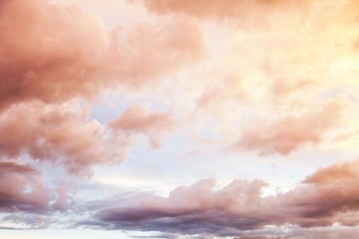 ふわふわ「雲模様」:スマホ壁紙(10)