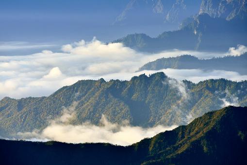 Square「Cloudscape と朝山」:スマホ壁紙(1)