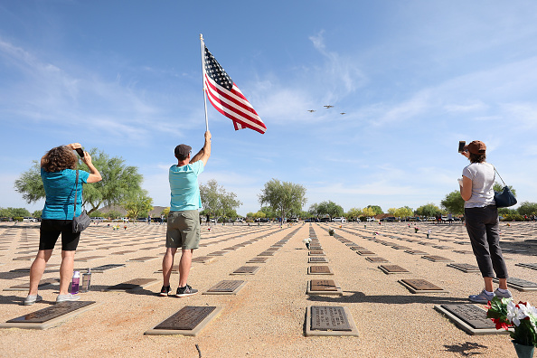 Surrendering「Historic Aircraft Flyover Phoenix Area Marking 75th Anniversary Of End Of World War II In Europe」:写真・画像(5)[壁紙.com]
