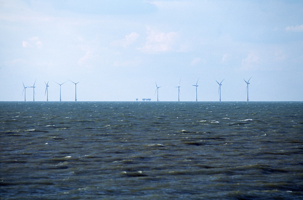 Horizon「Windmills offshore on Kent's north coast, UK」:写真・画像(9)[壁紙.com]