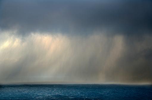 Dyrholaey「Ocean Storm in Iceland」:スマホ壁紙(15)