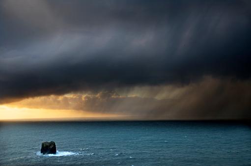 Dyrholaey「Ocean Storm in Iceland」:スマホ壁紙(19)