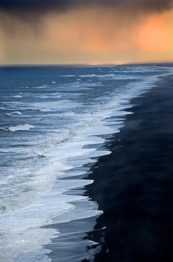 Dyrholaey「Ocean Storm in Iceland」:スマホ壁紙(18)