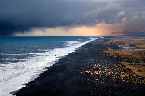 Dyrholaey「Ocean Storm in Iceland」:スマホ壁紙(2)
