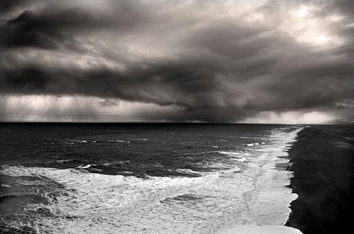 Dyrholaey「Ocean Storm in Iceland」:スマホ壁紙(16)