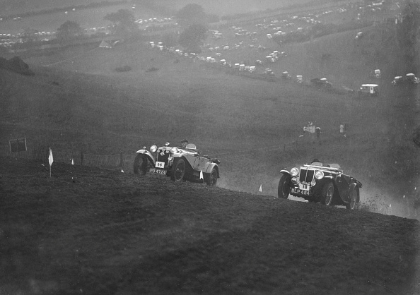 Country Road「Frazer-Nash and MG NA Magnette competing in the MG Car Club Rushmere Hillclimb, Shropshire, 1935」:写真・画像(1)[壁紙.com]