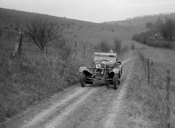 Country Road「Frazer-Nash Super Sports of A Sebag-Montefiore competing in the Inter-Varsity Trial, November 1931」:写真・画像(5)[壁紙.com]