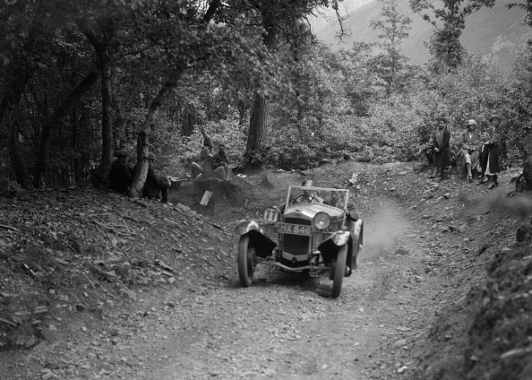 Country Road「Frazer-Nash Sportop taking part in a motoring trial, c1930s」:写真・画像(15)[壁紙.com]