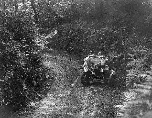 Country Road「1930 Frazer-Nash Interceptor taking part in a motoring trial, 1930s」:写真・画像(7)[壁紙.com]
