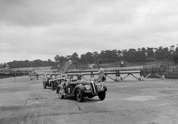 Sports Track「Frazer-Nash BMW 328 and Riley at the chicane, JCC Members Day, Brooklands, 1939」:写真・画像(16)[壁紙.com]