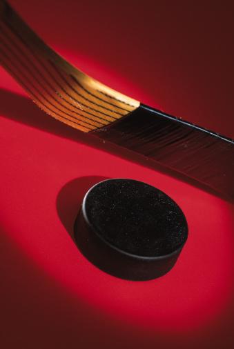 Hockey「Hockey puck and stick」:スマホ壁紙(9)