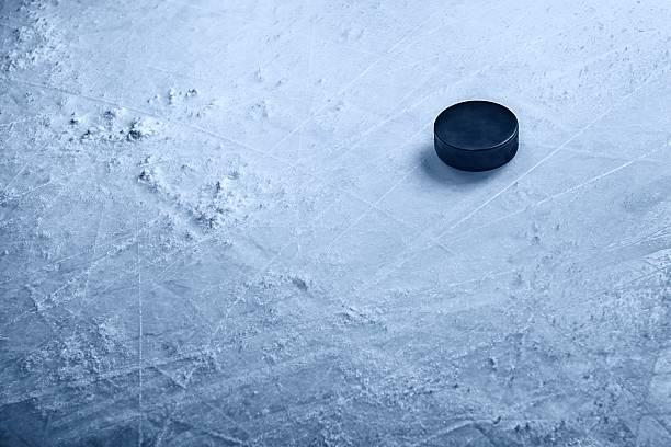 Hockey Puck on Ice:スマホ壁紙(壁紙.com)