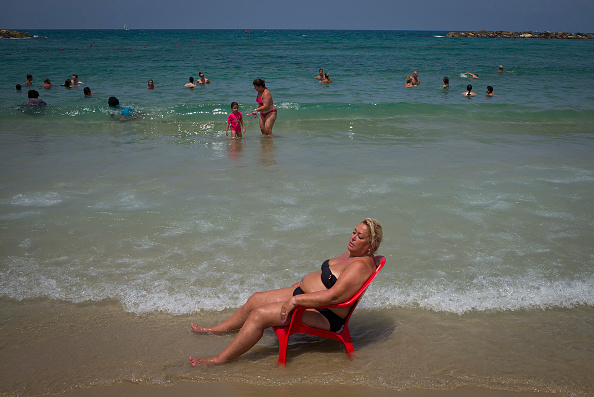 Tourism「People Flock To The Beach As Israel Swelters In Heatwave」:写真・画像(17)[壁紙.com]