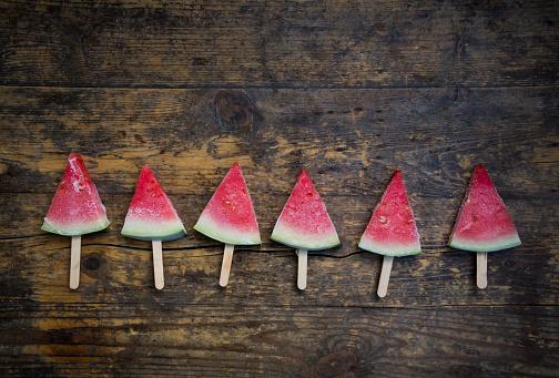 スイカ「Row of six watermelon popsicles」:スマホ壁紙(17)