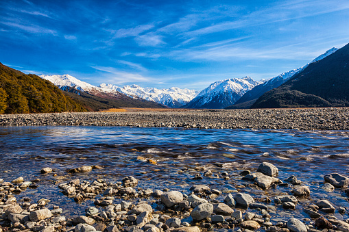 Riverbank「Arthur's Pass And The Southern Alps In New Zealand」:スマホ壁紙(7)