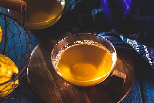カリン「Tea cup of homemade hot quince infusion」:スマホ壁紙(3)