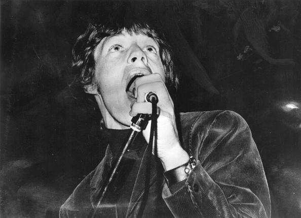 モノクロ「Young Jagger Sings」:写真・画像(1)[壁紙.com]