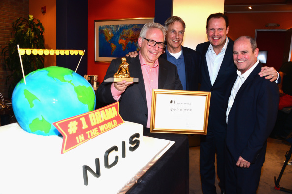 "Receiving「""NCIS"" Celebrates Being Named The Most-Watched Drama In The World」:写真・画像(5)[壁紙.com]"