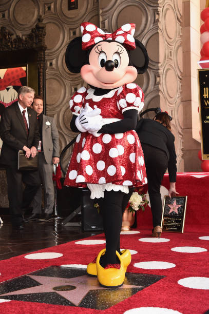 Disney's Minnie Mouse Celebrates Her 90th Anniversary With Star On The Hollywood Walk Of Fame:ニュース(壁紙.com)