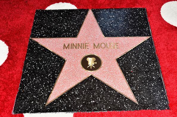 ミニーマウス「Disney's Minnie Mouse Celebrates Her 90th Anniversary With Star On The Hollywood Walk Of Fame」:写真・画像(11)[壁紙.com]