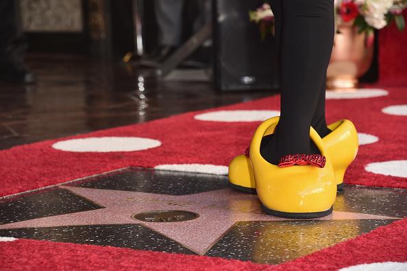 ミニーマウス「Disney's Minnie Mouse Celebrates Her 90th Anniversary With Star On The Hollywood Walk Of Fame」:写真・画像(12)[壁紙.com]