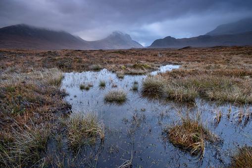 Peat「Peat Bogs and Moorland backed by the Cuillin Hills, near Sligachan, Isle of Skye, Inner Hebrides, Scotland, UK」:スマホ壁紙(16)