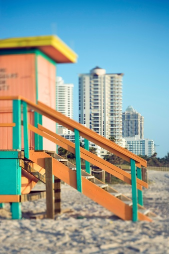 Miami Beach「Lifeguard stand and upscale hotels in Miami」:スマホ壁紙(15)