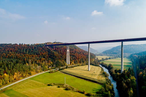 Baden-Württemberg「Bridge over a valley with river」:スマホ壁紙(11)