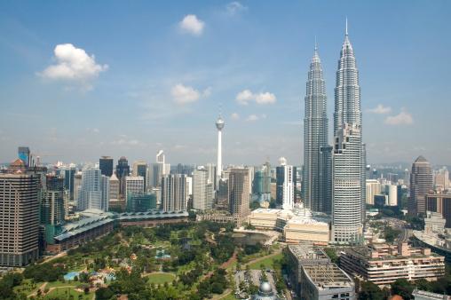 Kuala Lumpur「Kuala Lumpur skyline with Petronas Towers in Malaysia」:スマホ壁紙(5)