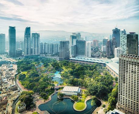Kuala Lumpur「Kuala Lumpur skyline with KL city park aerial」:スマホ壁紙(13)