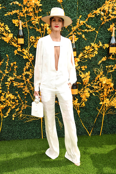Plunging Neckline「12th Annual Veuve Clicquot Polo Classic - Arrivals」:写真・画像(5)[壁紙.com]