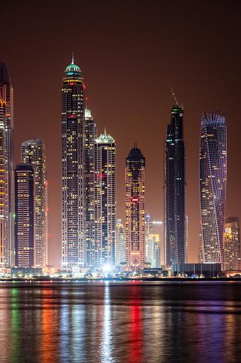 Avenue「Modern skycrapers in Dubai marina, United Arab Emirates」:スマホ壁紙(5)