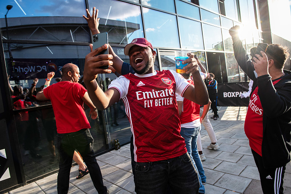 Fan - Enthusiast「Fans Gather As Chelsea Play Arsenal In The FA Cup Final」:写真・画像(12)[壁紙.com]