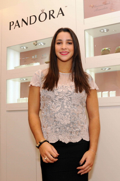 Scalloped - Pattern「Three-Time Gymnastics Medalist And World Champion Aly Raisman To Host PANDORA Event At Burlington Mall」:写真・画像(2)[壁紙.com]