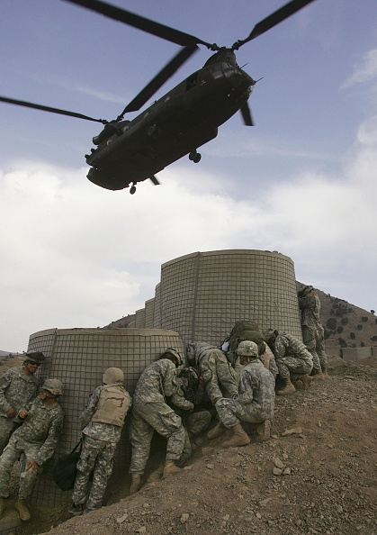 Taliban「U.S. And Afghan Forces Hunt Taliban Near Pakistan Border」:写真・画像(8)[壁紙.com]