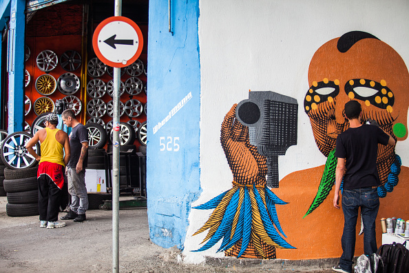 サンパウロ「Renowned Brazilian street artist Nunca Works On New Mural In Sao Paulo」:写真・画像(17)[壁紙.com]