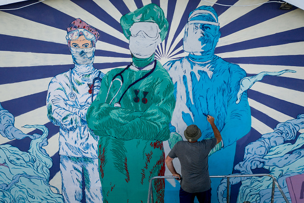 Art「Street Artist Creates Coronavirus Mural in Istanbul」:写真・画像(5)[壁紙.com]