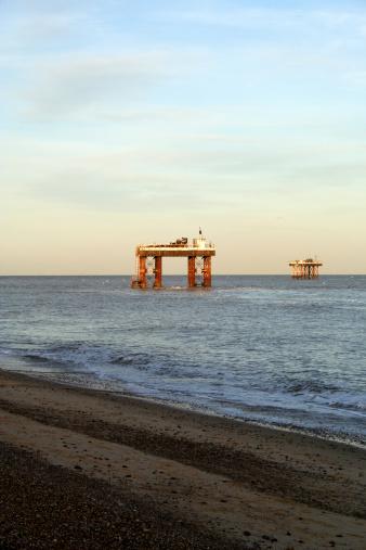 Start Button「Oil and Gas Rigs off shore Suffolk England」:スマホ壁紙(13)