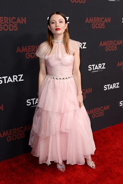 Layered Dress「American Gods Season Two Red Carpet Premiere Event」:写真・画像(9)[壁紙.com]