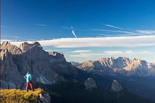 Austria「Hiker at Catinaccio, Rosengarten Mountain Group, Dolomites」:スマホ壁紙(19)